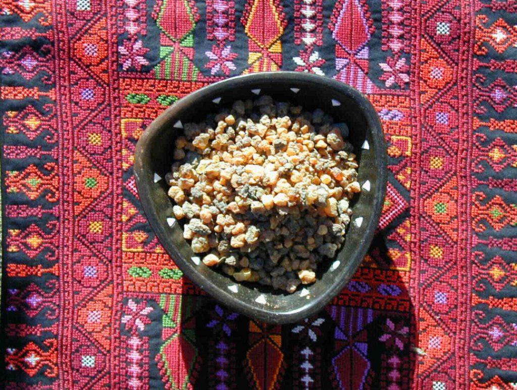 Myrrh essential oil for toothache