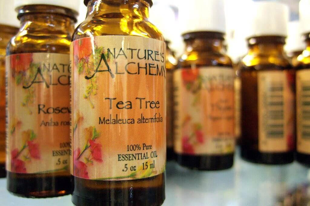 Tea tree essential oil for sunburn