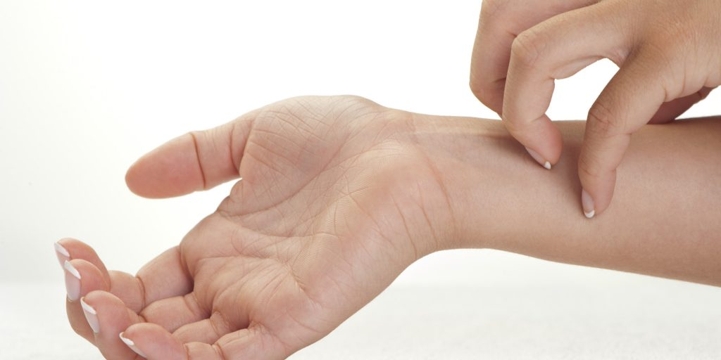What are some of the causes of itchy skin?
