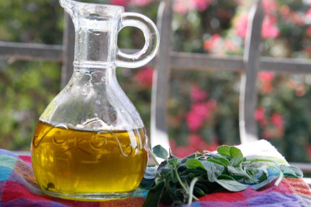 Oregano essential oil for toenail fungus