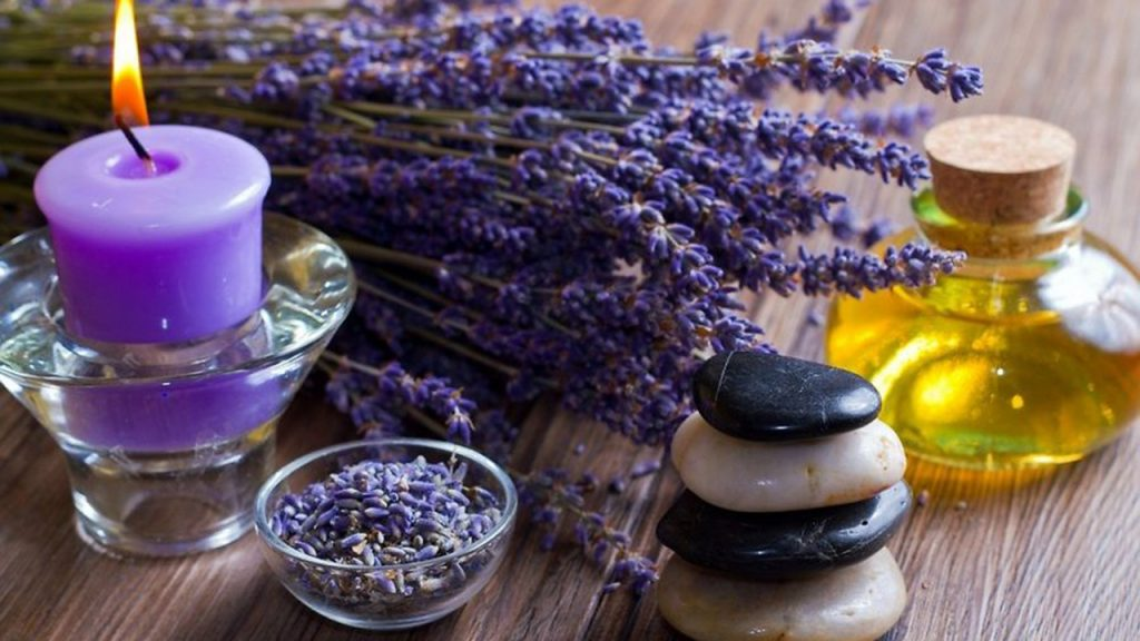 Lavender essential oil for hives