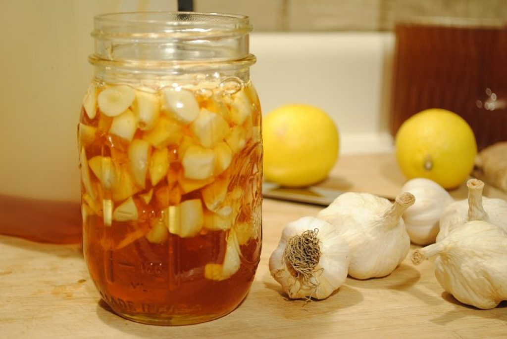 Fresh Garlic and Vinegar to get rid of toenail fungus