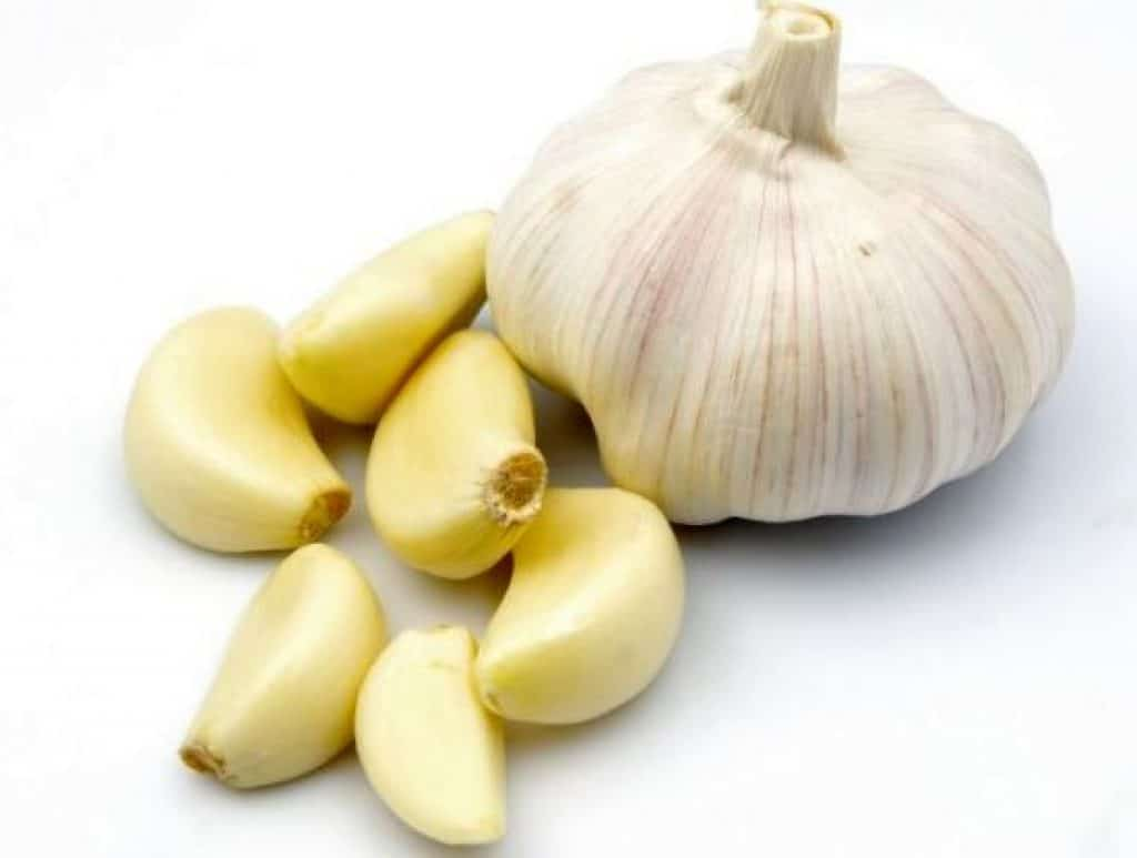 how to remove a mole with Garlic