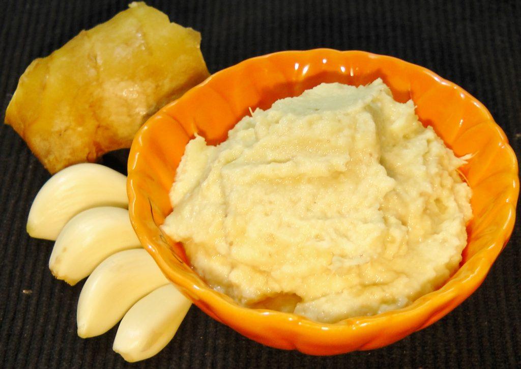 Garlic paste to treat ringwrom