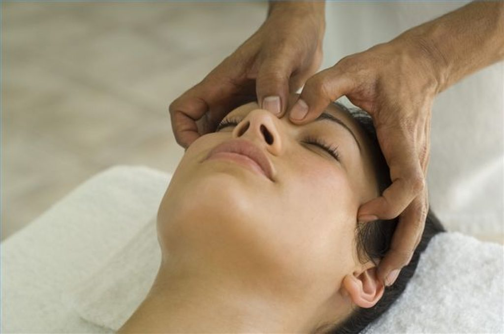 massages for headeache behind eye