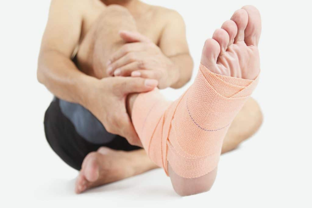Elastic bandage compression to get rid of a bruise