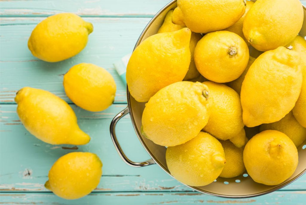 how to remove a mole with lemons