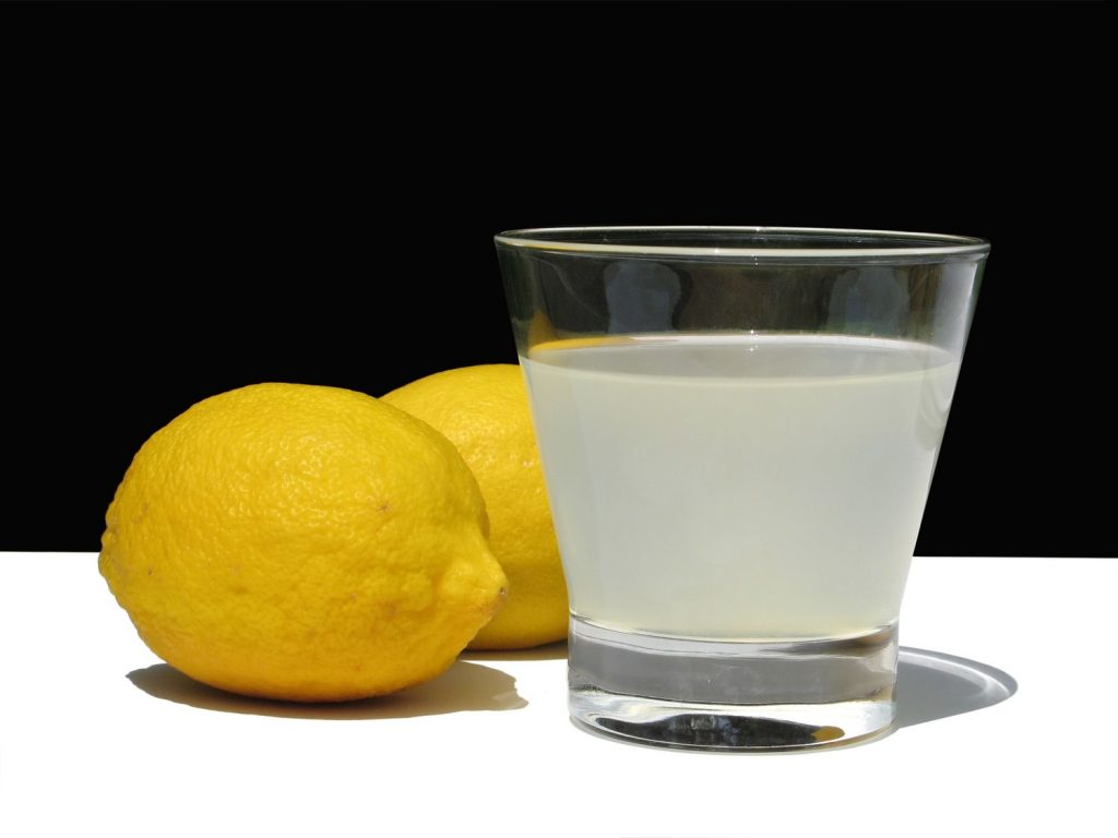Diluted Lemon Juice as a natural remedyfor razor bumps