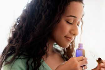 10 Best Essentiasl Oils for Curly Hair to Keep It Healthy and Shiny